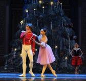 Clara a regardé autour curieusement du deuxième royaume de sucrerie de champ d'acte deuxièmes - le casse-noix de ballet Images stock