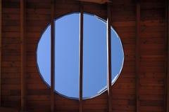 Claraboia no teto de madeira Fotos de Stock