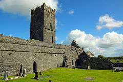 Clare-Abtei Co. Clare Irland Stockfotos
