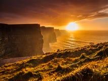 clare falez co Ireland moher zmierzch Clare, Irlandia Europa obraz royalty free