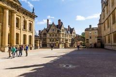 Clarendon大厦在牛津在一个美好的夏日,牛津郡,英国,英国 免版税库存照片