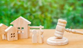 Clarification of ownership of the house / real estate. court and division of property. concept of law and lawyer, judiciary and le. Gislature, notaries and stock image