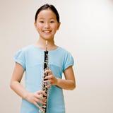 Clarinet sicuro della holding del musicista Fotografia Stock