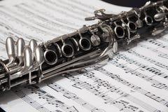 Clarinette au-dessus de la page avec des notes Photo libre de droits