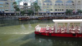 Clarke Quay-daglichtcruise stock video