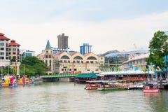 Clarke Quay is een historische rivieroeverkade in Singapore stock fotografie