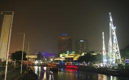 Clarke Quay flodstrandpunkt på natten Royaltyfri Bild