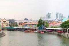 Clarke Quay ist ein historisches Flussuferkai in Singapur Stockbild