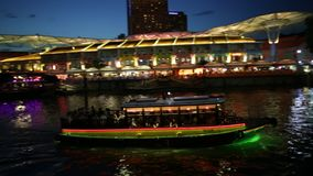 Clarke Quay-nachtcruise stock video