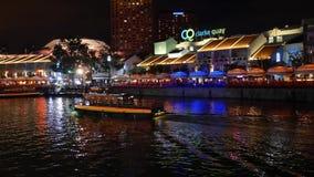 Clarke Quay Situation på natten med fartygsikt lager videofilmer