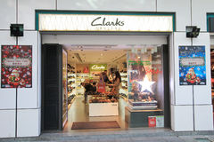 Clarks shoppar i hong kveekoong Arkivbilder