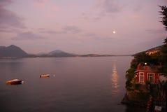 Claro de luna en el lago Maggiore Foto de archivo libre de regalías