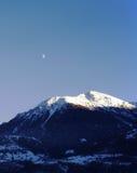 Claro de luna y montaña Foto de archivo