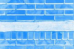 Claro e escuro - fundo azul da cor com teste padrão do tijolo imagem de stock royalty free