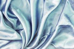 Claro - fundo abstrato azul para a disposição Dobras de seda bonitas fotografia de stock