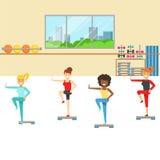 Clase de aeróbicos con el equipo del paso, miembro del club de fitness que se resuelve y que ejercita en ropa de deportes de moda libre illustration