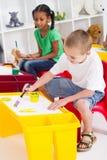 Clase de arte preescolar imagen de archivo libre de regalías