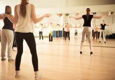 Clase de danza para las mujeres Fotografía de archivo libre de regalías