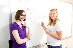 Clase de la álgebra - muchachas adolescentes Imagen de archivo libre de regalías