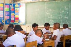 Clase de la escuela primaria en Tailandia Foto de archivo libre de regalías