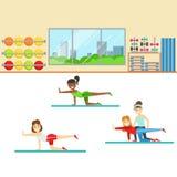 Clase de la yoga con el instructor Helping And Correcting, miembro del club de fitness que se resuelve y que ejercita en de moda libre illustration