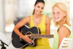Clase de música de la muchacha Fotos de archivo libres de regalías