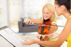 Clase de música de la muchacha Imágenes de archivo libres de regalías