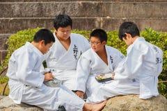 Clase del judo en Shudokan Pasillo en Osaka, Japón Foto de archivo
