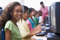 Clase del ordenador de la escuela primaria Fotografía de archivo libre de regalías