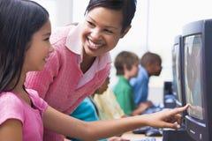Clase del ordenador de la escuela primaria Fotos de archivo libres de regalías