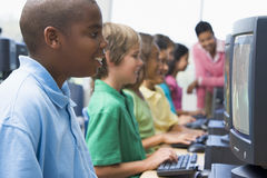 Clase del ordenador de la escuela primaria Foto de archivo libre de regalías