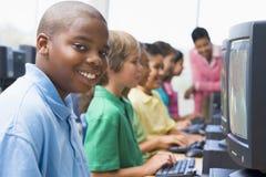 Clase del ordenador de la escuela primaria Imágenes de archivo libres de regalías