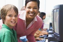 Clase del ordenador de la escuela primaria Fotos de archivo
