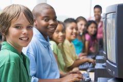 Clase del ordenador de la escuela primaria Imagen de archivo libre de regalías