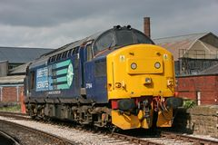Clase 37 37194 en el Keighley y digno del ferrocarril del valle, Yo del oeste fotos de archivo