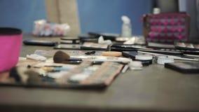 Clase principal para los artistas de maquillaje Cosméticos y artículos de tocador metrajes
