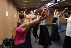 Clases en el pasillo de danza del centro 'La Merced 'del arte del flamenco en Cádiz fotos de archivo libres de regalías