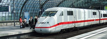 Class 401 DB ICE High Speed Train in Berlin Central terminal. Class 401 DB ICE-1 High-Speed Train Intercity Express, in upper level of Berlin Hauptbahnhof Stock Photos