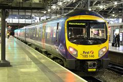 Class 185 diesel multiple unit Leeds station Royalty Free Stock Photography