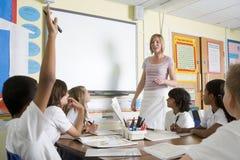 class junior school teacher teaching Στοκ φωτογραφία με δικαίωμα ελεύθερης χρήσης