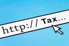 Classant vos impôts en ligne Images libres de droits