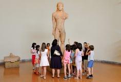 Classe d'école grecque au musée Photo stock