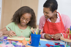 Classe d'art d'école primaire Images libres de droits
