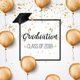 Classe d'obtention du diplôme de 2018 Diplômés de félicitations Chapeaux, confettis et ballons scolaires célébration Image libre de droits
