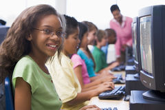 Classe d'ordinateur d'école primaire Photographie stock libre de droits