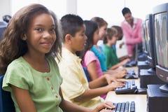 Classe d'ordinateur d'école primaire Photos libres de droits