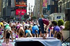 Classe da ioga do Times Square Foto de Stock