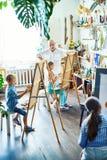 Classe de desenho para alunos dotado Imagens de Stock Royalty Free