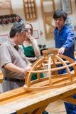Classe della lavorazione del legno che parla di una struttura Immagine Stock