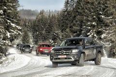 Classe di Mercedes-Benz X che va alla deriva nell'inverno immagini stock libere da diritti
